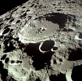 275px-Moon_Dedal_crater.jpg