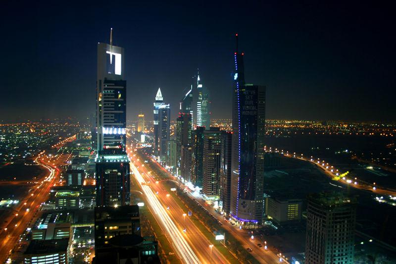 800px-Dubai_night_skyline.jpg