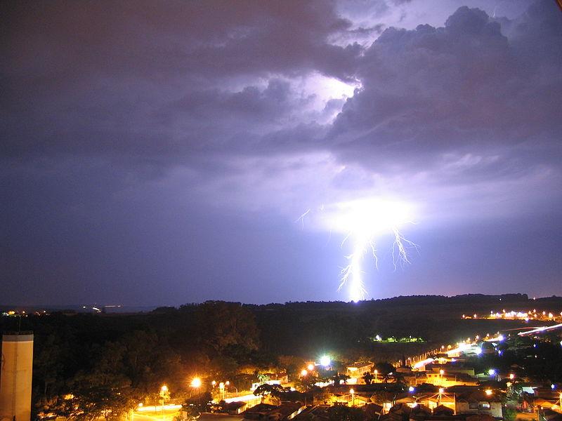 800px-Thunder.jpg