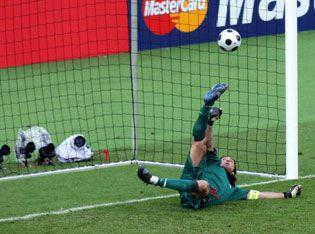 buffon_penaltikurtaris.jpg