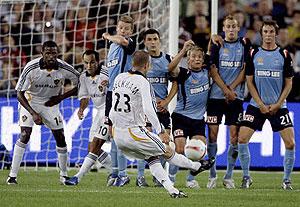david-beckham-goal-sydneyfc.jpg